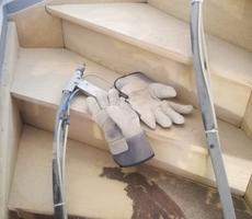 sablage escalier en hêtre vernis